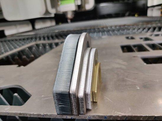 Kovové materiály z CNC lasera