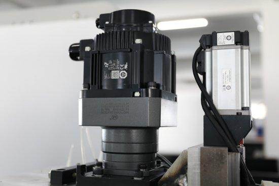 Motor               rezacích laserov