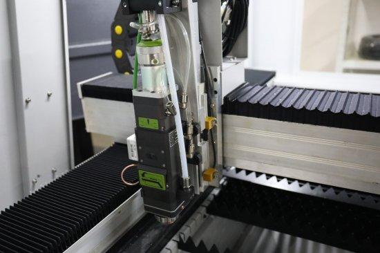 Procesní               hlava laserových strojů