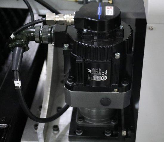 Motor Yasakawa CNC laser