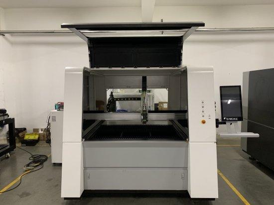 CNC laser na plechy malých formátů