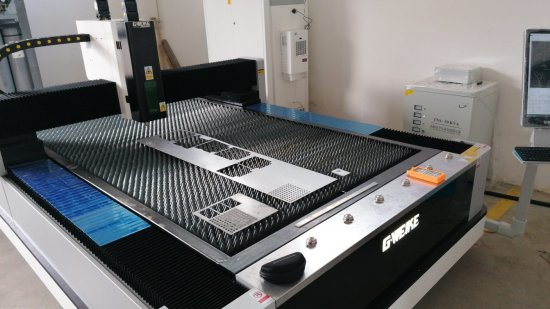Profesionální laserový stroj